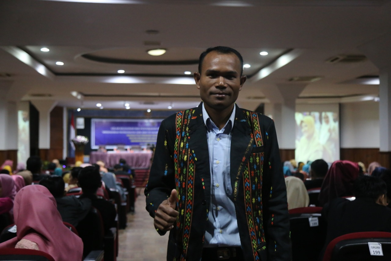 Valensius Sugharto PPG UMM graduates who teach in NTT (Photo: Rizky/PR UMM) Becoming an educator is