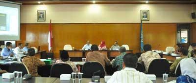 Rektor UMM Dr. Muhadjir Effendy, MAP menerima secara langsung kunjungan rombongan dari Universitas Darul