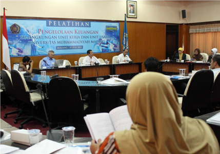 The training participants were listening to the Vice Rector II speech