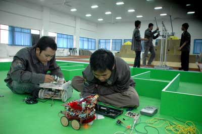 Robot Team of FT UMM is preparing the robots for competition in Regional Robot Contest