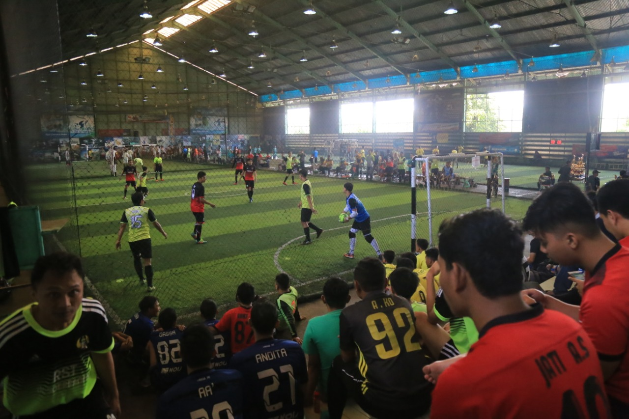 The audiences and the players enliven the Tournament (Photo: Rizki/PR UMM) Celebrating the 6th