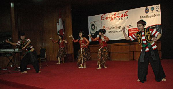 English Fiesta is also enliven with dance  UKM (Student Activity Unit) Seni